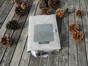 Kalenderhülle DIN A5, Buchhülle variabel aus Wollfilz mit Korkstoff in Petrol-Glitzer, von Dieda! - Handarbeit kaufen