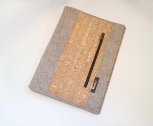 Schreibmappe DIN A4, handgearbeitet, aus Wollfilz und Korkstoff, mit Reißverschluss vorne, incl. Schreibblock, von Dieda