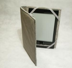 Filzhülle, stabil, hellgrau, Tasche für e-reader, Filz und Leder, mit Einlage, Buchbinderpappe von Dieda - Handarbeit kaufen