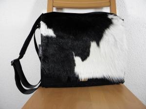 Kuhfelltasche, Filztasche mit Kuhfell, schwarz, weiß, Messenger, Männertasche, groß für Aktenordner, handgemacht aus Wollfilz, von Dieda, Palundu