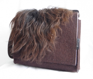 Filztasche mit Zottelfell, Schaffell, isländisch, braun, Messenger, Männertasche, passend für DIN A4, handgemacht aus Wollfilz, von Dieda, Palundu