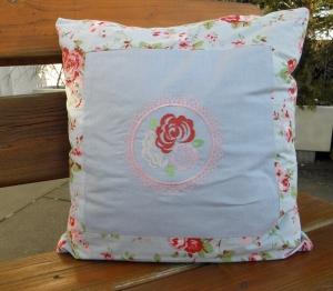 Kissen, Sofakissen, Dekokissen für die Gartenbank, mit Rosen bestickt,  40 x 40 cm von Dieda - Handarbeit kaufen