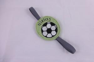 Fußball, Lesezeichen aus Filz inkl. Namen und Gummiband zur Befestigung, grün, schwarz, personalisiert, Wollfilz, handgemacht von Dieda - Handarbeit kaufen