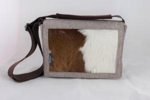 Tasche, Filztasche mit Kuhfell, braun, weiß, Schultertasche, Kuhfelltasche, Umhängetasche, handgemacht von Dieda