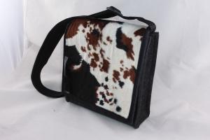 quadratische Filztasche mit Fellimitat, Tasche aus Wollfilz zum Umhängen, Kuhfellimitat, handgemacht von Dieda, kaufen