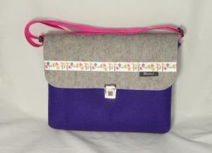 Musikschultasche in lila mit Klappe in grau, aus Wollfilz, Webband mit Vögel und Vogelhäuschen, für Mädchen, handgemacht von Dieda - Handarbeit kaufen