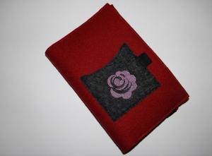 Kalenderhülle DIN A5, Buchhülle, bestickt, mit Rose, variabel, aus Wollfilz in rot und schwarz, handgemacht von Dieda - Handarbeit kaufen