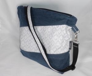 Schicke Umhängetasche, handgemacht, Upcycling aus Jeanshose, mit Dekostoff weiß, silber, eine Tasche von Dieda!