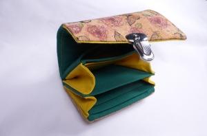 Minigeldbeutel, Geldbörse, Portolino, aus Korkstoff natur, Schmetterlinge und Rosen, Innen grün und gelb, 6 Kartenfächer, handgemacht von Dieda