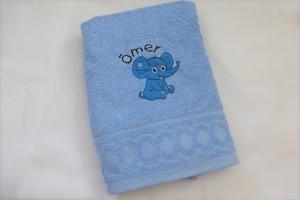 süßes Handtuch bestickt mit Name und Elefant, hellblau, personalisiert, von Dieda - Handarbeit kaufen