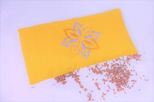 1 Stück handgemachtes Augenkissen Yoga, abnehmbarer Bezug, waschbar, senfgelb, Farbauswahl, mit Leinsamen und Lavendel, bestickt, Meditation, Entspannung, Dieda - Handarbeit kaufen