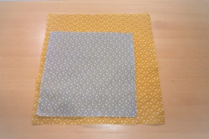 Bienenwachstücher, Doppelpack, Sterne, senf und grau, reines Bienenwachs, Bio-Baumwolle, 2 Größen, handgemacht von Dieda - Handarbeit kaufen