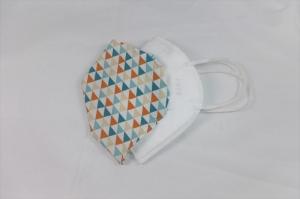FFP2 Cover, Überzug für FFP2 Masken, Baumwollüberzug, bunte Dreiecke, handgemacht von Dieda - Handarbeit kaufen