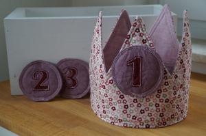 ☆ Kinder Geburtstags Krone mit Drei auswechselbaren Pins ☆    - Handarbeit kaufen