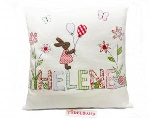 Kissen...Frühlingswiese...♡...  Häschen...cremeweiß...geblümt...    - Handarbeit kaufen