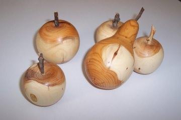Apfel und Birne aus Holz - Deko-Obst, Holzobst