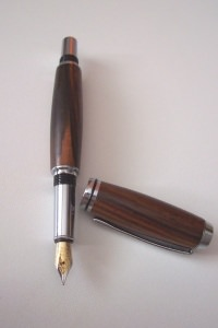 Handgearbeiteter gedrechselter Füller aus Palisander