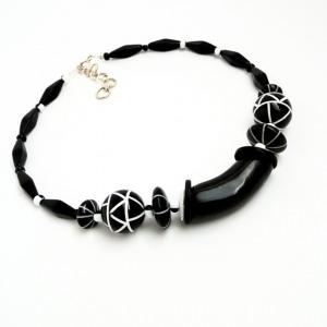 Halskette Geometrie Schwarz Weiß Perlen Collier