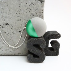 Beton Handmade Halbkugel Metallic Grün Kugelkette Unikat