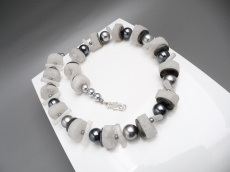 Silbergrau Weiß Perlen Bergkristall Unikat Collier
