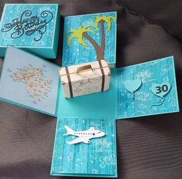 Explosionsbox Urlaubsreise  mit Koffer aus Papier 10x10cm personalisierbar