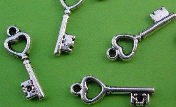 Metallanhänger Kleiner Schlüssel Schlüsselchen 3D für Charms
