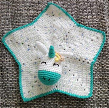Süßes Schmusetuch für Babys mit Einhornkopf in türkis/weiß als Seelentröster
