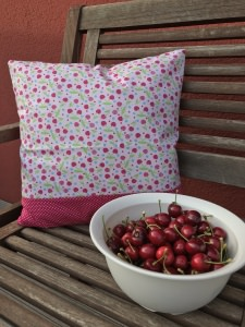 Kissenbezug Kirschen 40 x 40 cm pink gepunktet