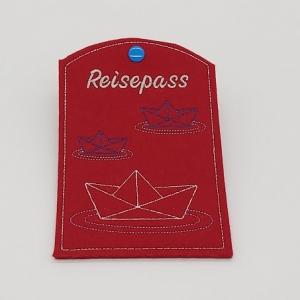 Reisepass Hülle aus rotem Wollfilz bestickt Motiv kleine Schiffchen - Handarbeit kaufen