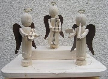 Engel musizierend mit Rostflügel