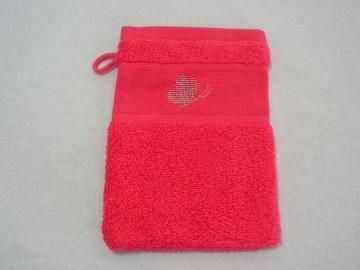 Geschenk Frottee  Waschhandschuh Waschlappen koralle mit Schmetterling in silber-metallic, handbestickt