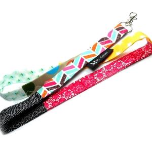 Milo-Schaly Schlüsselband lang Patchwork Karabiner Einzelstück Schlüsselanhänger bunt rot gelb Punkte Sterne - Handarbeit kaufen