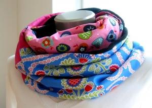 Milo-Schaly Loopschal blau pink bunt Äpfel Blumen Fleece Einzelstück Loop Damen warmer Schal - Handarbeit kaufen