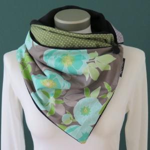 Milo-Schaly Wickelschal mit Knopf Patchwork Blumen grau grün Schal Fleece Knopfschal  - Handarbeit kaufen