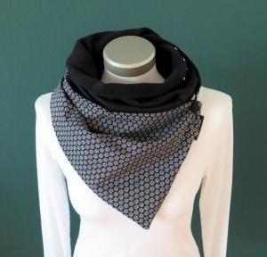 Milo-Schaly Wickelschal mit Knopf für Damen schwarz Streublümchen Fleece warmer Schal Knopfschal Schlauchschal Kuschelschal  - Handarbeit kaufen