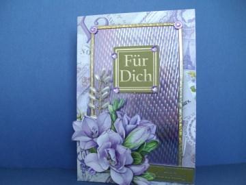 Geburtstagskarte mit lilafarbenen Blumen für eine Frau