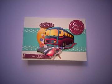 Gutscheinkarte für eine Reise mit einem Reisebus