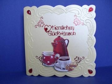 Geburtstagskarte für eine Frau mit einem Kaffeegedeck