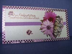 Geburtstagskarte für eine Frau Blumen mit Schmetterling