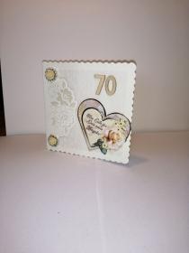 Geburtstagskarte zum 70.ten für eine Frau in champagnerfarben mit einem Herzmotiv und einer Rose - Handarbeit kaufen