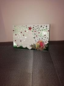 Weihnachtskarte in weiss und grün mit einer ausgelaserten Tannenbaum - Handarbeit kaufen