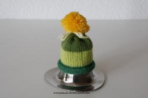 Eierwärmer, Eirmützen mit Bommel, grün,gelb, gestrickt  bei Paul & Paulinchen - Handarbeit kaufen