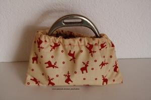 Steigbügelschoner, Steigbügelüberzieher, Steigbügelhüllen schont den teuren Sattel, Farbe: beige mit roten Elchen bei Paul & Paulinchen - Handarbeit kaufen