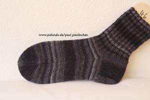 Herrensocken , Größe 46, Artikel 4132, Fb: schwarz-grau handgestrickt bei Paul & Paulinchen