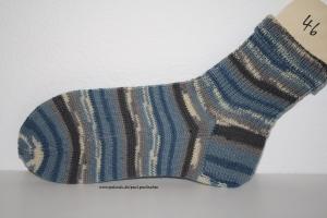 Herrensocken , Größe 46, Artikel 4164 handgestrickt in blau-grau-weiß bei Paul & Paulinchen