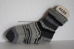 Kindersocken grau-schwarz, Größe 22/23, für Jungen und Mädchen Artikel 4178bei Paul & Paulinchen   - Handarbeit kaufen