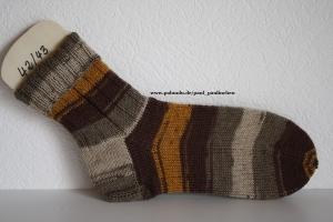 Damen-, Herrensocken Größe 42/43, handgestrickt, Artikel 4201 Farbe: verschiedene Brauntöne bei Paul & Paulinchen