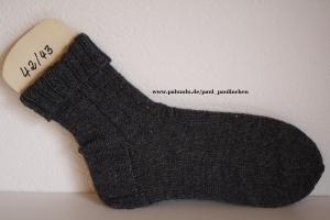 Damen-, Herrensocken Größe 42/43, handgestrickt, Artikel 4203 Farbe: dunkelgrau bei Paul & Paulinchen