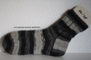 Damen-, Herrensocken handgestrickt, Größe 44/45 in Schwarz- Grau, Artikel 4214 bei Paul & Paulinchen