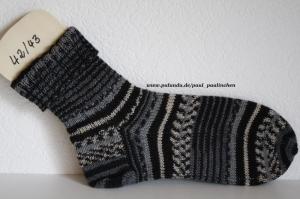 Herrensocken , Größe 42/43, Artikel 4248 handgestrickt in schwarz-grau bei Paul & Paulinchen    - Handarbeit kaufen